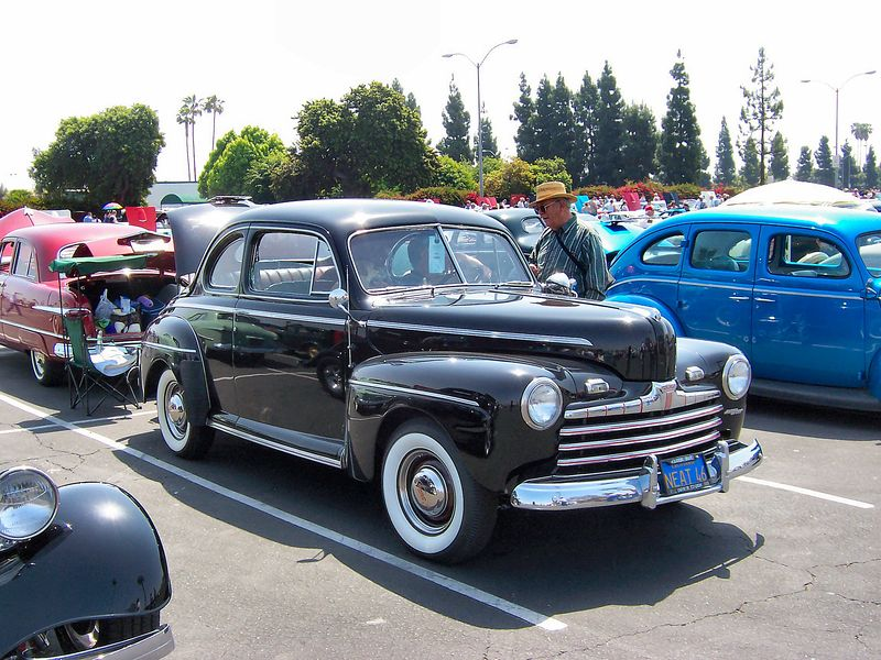 800px-1946_Ford_coupe jpeg